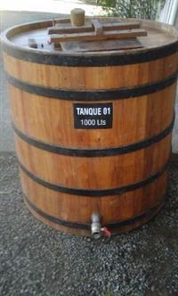 Tonel de madeira semi novo 1 000  litros