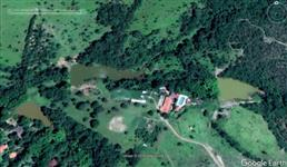 Fazenda na beira da BR 060, há 50 km de Brasília, próximo ao posto da polícia rodoviária.
