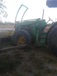Trator John Deere 6110D 4x4 ano 14