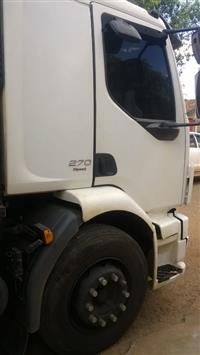 Caminhão Volvo VM 310 ano 09