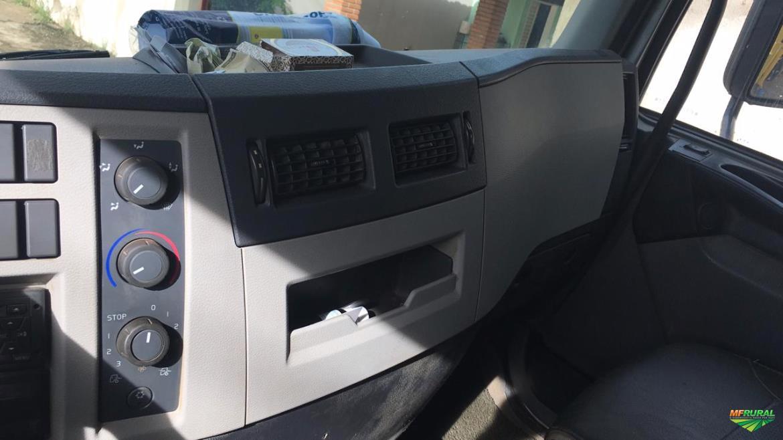 Caminhão Volvo VM270 6x2R ano 14