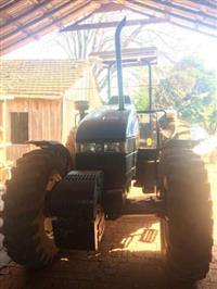 Trator New Holland TS 110 4x4 ano 02