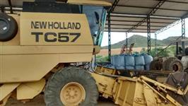 Colhetadeira New Holland TC 57