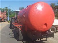 Carreta tanque com capacidade de 6000 litros em fibra de vidro