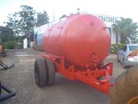 Carreta com tanque em fibra de vidro capacidade 6000 litros chassi super reforçado marca Natali