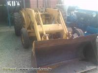Trator Carregadeiras MF 65R 4x2 ano 82
