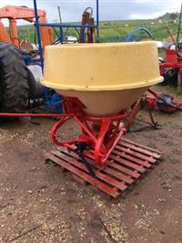 Adubadeira/Semeadeira Vicon 600 kg com pêndulo usada