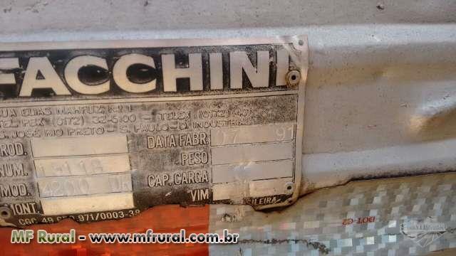Baú Fachini para F4000 usado