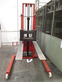 Empilhadeira Elétrica Com Capacidade De 1.000Kg Com Gaiola