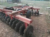Grade aradora com comando hidráulico