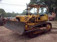 Trator de esteira marca Caterpillar modelo D4