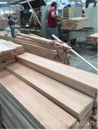 Compramos e vendemos madeiras de pinus e eucalipto pallets construção whatss13)99712.64.40