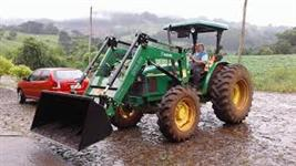 Trator John Deere 5603 4x4 ano 08