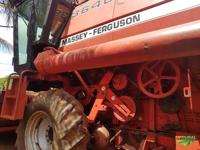 Colhedeira de grão Massey Ferguson