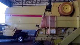 Colheitadeira NH 8055 / motor mercedez / PL 17 pés