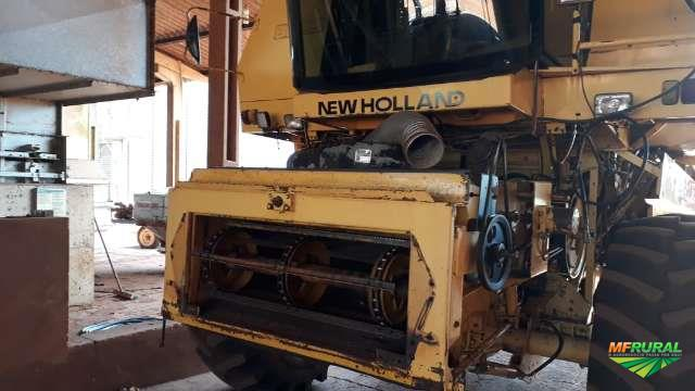 Colheitadeira New Holland Modelo 8055 / plataforma 15 pés