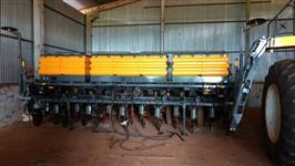 Plantadeira VALTRA 13x45cm Ano 2012 Pan