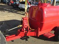 Pulverizador,Marca:FMC,tipo carreta com bomba com capacidade para 2.000Litros,equipamento revisado !