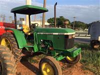 Trator John Deere 5600 4x2 ano 01