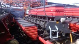 Plantadeira Marca:Massey Ferguson Modelo:MF409 L45, de 9 linhas,sistema de arasto Ano:2012,semi nova