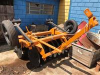 Grade Aradora Marca:Tatu,14 discos com pneus para transporte !