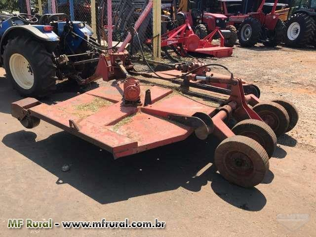 Roçadeira tripla de 4.50m Marca:Tatu,com controle remoto e pneus para transporte,funcionando !