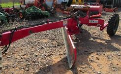 Plaina Niveladora de Arrasto marca TATU modelo LTA 5000 com giro de lamina hidraulico, seminova