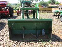 Plaina Carregadeira Agricola marca TATU modelo PCA 1100 Bomba Trator p/ tratores John Deere 7515.