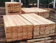 Pinus e Cambará serrados