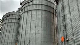 3 Silos Metálicos Capacidade 1,900 ton cada  e 1 Gerador de 650 kva