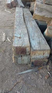 Dormentes de Madeira Nobres de 30 x 30- x 3 metros