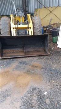 Máquina Pá Carregadeira Trator CBT Material de Construção Areia e Pedra