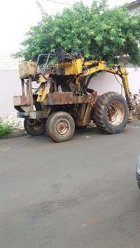 Trator Carregadeiras Ford 6600 4x2 ano 77