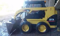 Mini carregadeira Caterpillar 226B ano 2006