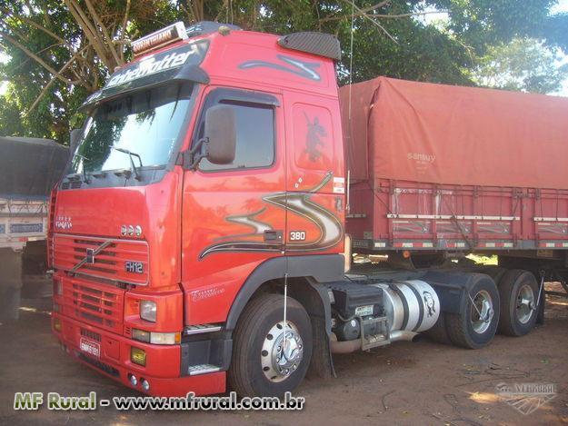 Caminhão  Volvo Cavalo ou so carreta Pequena Entrada e prestção sem juros Acombinar   ano 11