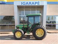 Trator John Deere 5705 4x4 ano 09