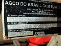 Adubadeira Massey Ferguson MF 2013 1200 litros