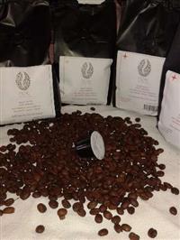 Café artesanal torrado em graos e café em capsula