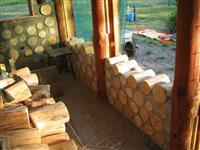 Cordwood- cabana de madeira-eucalipto e pinus-floreira e vasoe tocos de madeira