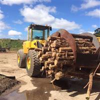 Pá Carregadeira de Pneu Volvo L90D com engate rápido para concha e madeira. Motor revisado volvo.