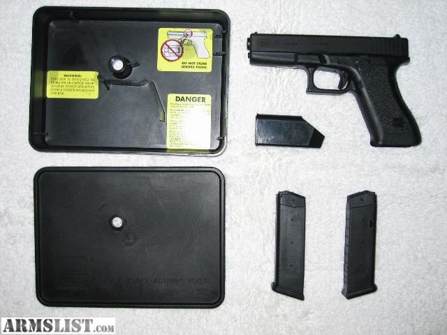 ARMSLIST - For Sale: Glock 17- 9mm with 2 extra holsters