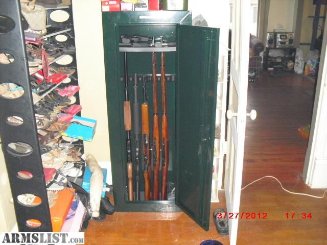 steel security stack on 8 gun cabinet. not even 3 weeks old. Looks brand  new, comes with warranty, 2