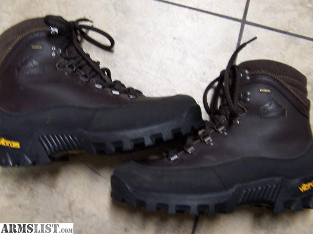 ARMSLIST - For Sale: Danner size 11D Hunting boots...