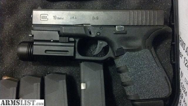 ARMSLIST - For Sale: Glock 19 gen 4 w/ 2 holsters, 5 mags ...