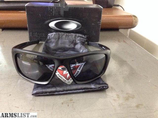 oakley valve sunglasses review b7vy  Like new in box, worn once and found they were too big for my face Oakley  SI Valve sunglasses Polarized grey lenses and matte black polymer frame