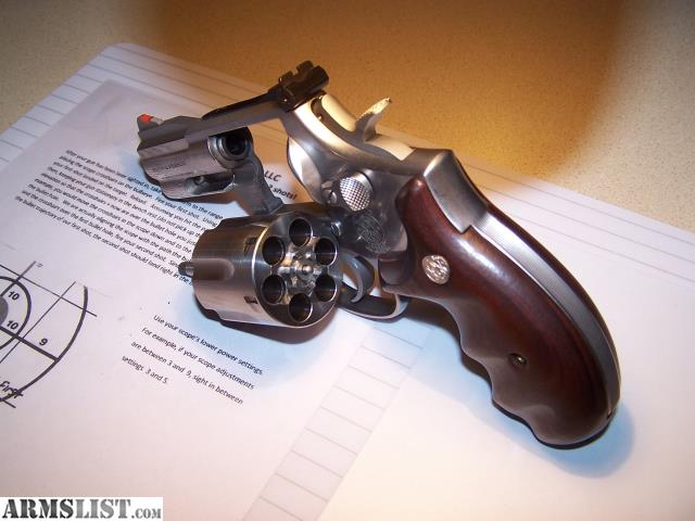 SW Model 686 4 Snub Nose Pre Lock 357 Magnum L Frame This Rare Smith Was Made In 1993 And Sold New January Of 1994