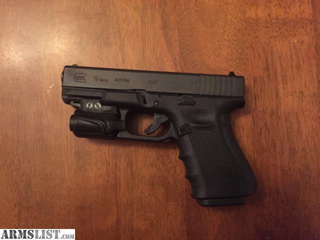 ARMSLIST - For Sale: Glock 19 w/ Light
