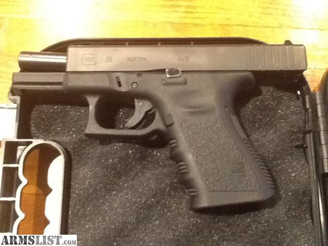 ARMSLIST - For Sale: New Glock 19 & Holsters