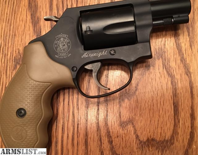 Smith Wesson 437 38 Special J Frame Revolver With Combat