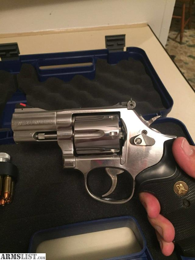 Smith Wesson 686 Plus 357 Mag Snub Nose 7 Shot With Pachmayr Grips For Loaders And Original Box